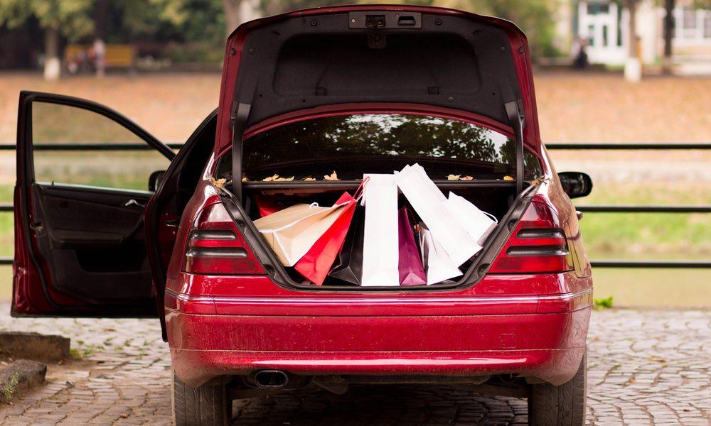 Правильно комплектуем вещи в багажнике машины