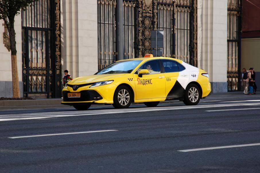 Подключиться к Яндекс Такси и заработать перед Новым годом