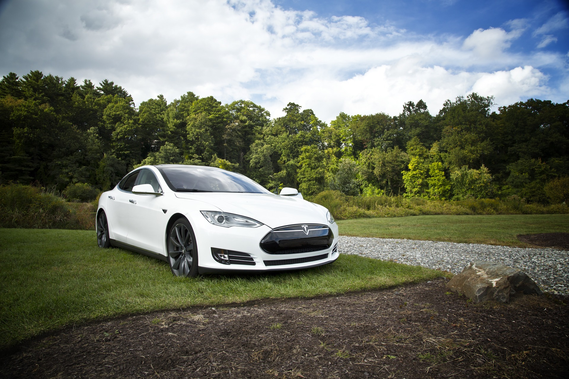 10 плюсов и минусов электромобилей