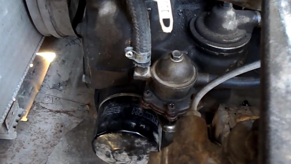 Почему не поступает бензин в карбюратор